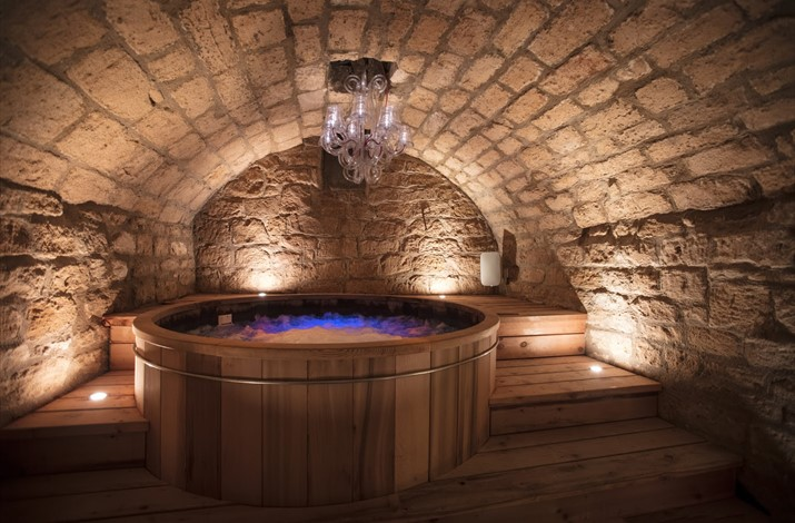 Landscape view of hot tub Spa 15