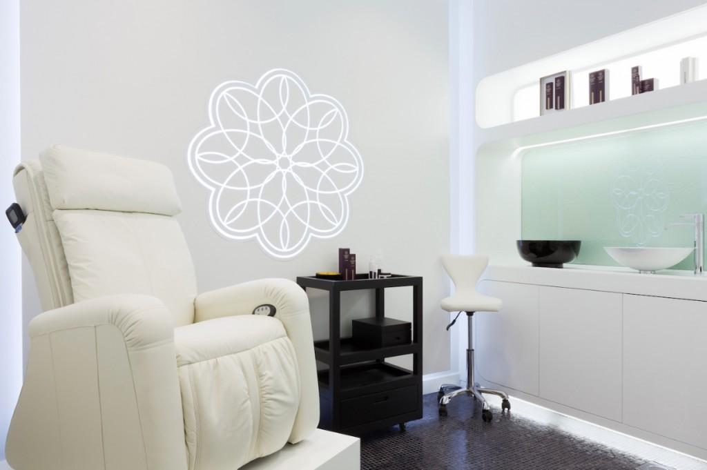 Treatment chair, Margaret Dabbs, Dubai Mall